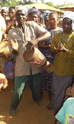 Koinadugu-drumming_sm